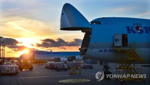 수출물량 어쩌나… 컨테이너선 운임 2000선 육박 초읽기